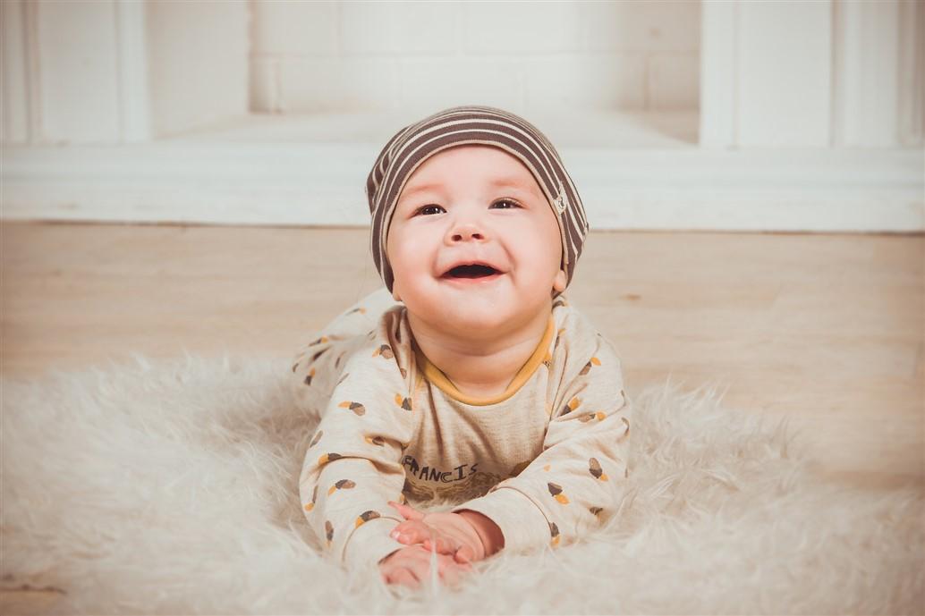 Sécuriser son appartement pour les bébés et les enfants en bas âge : 38 Conseils + Guide complet !